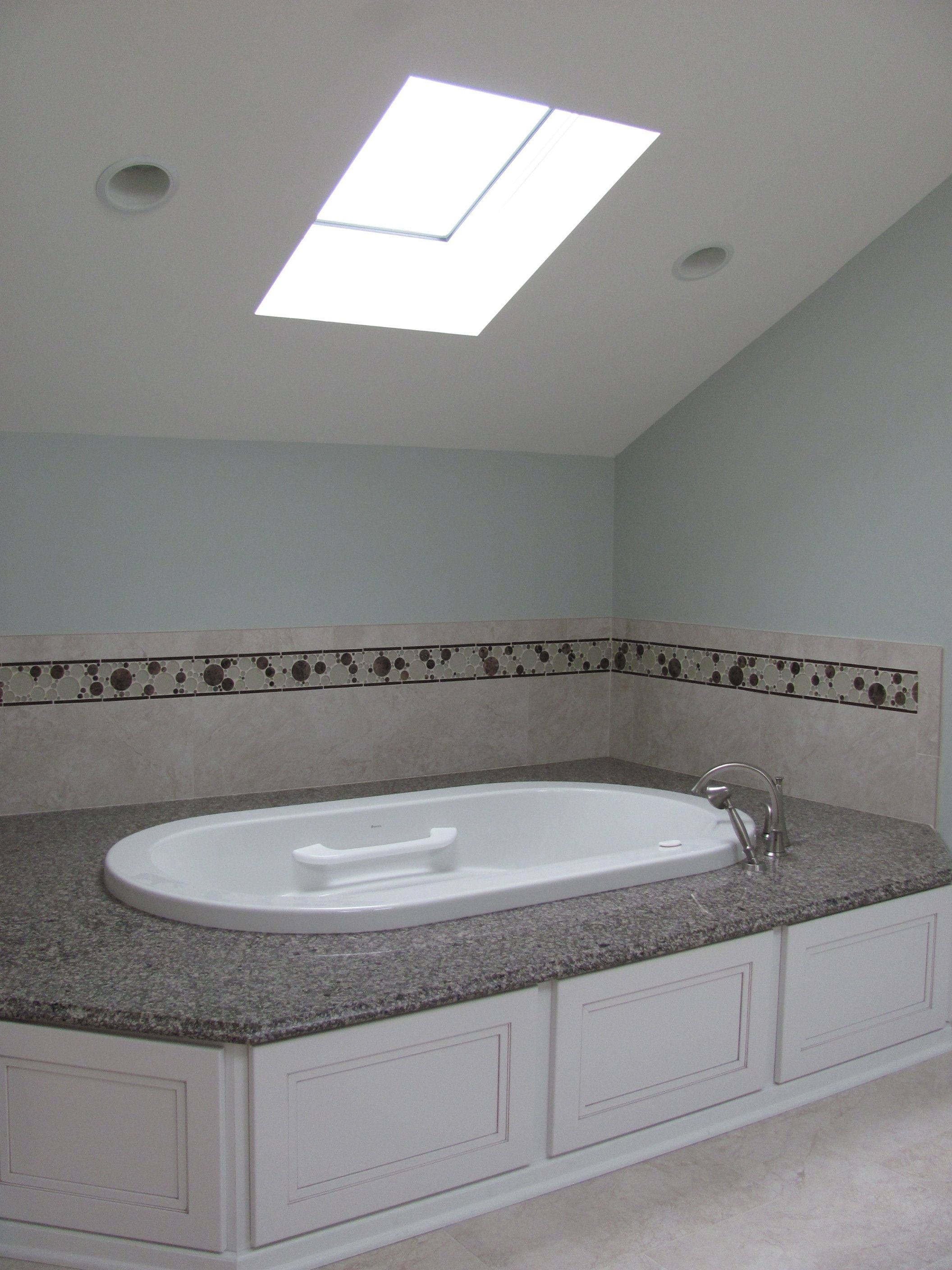 Soaking tub with easy access. Perfect for Bubbles!