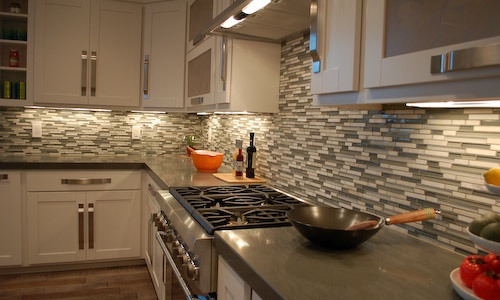 Current trend clean & crisp backsplash, using entire space